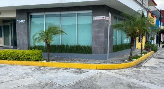 Zona Plaza Crystal / Local en Renta (20-300)